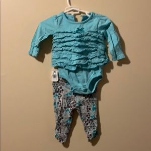 Girls 6 month 2 piece outfit with ruffles & bows